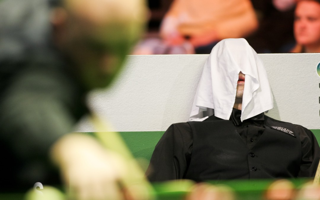 Ronnie O'Sullivan Hides Under Towel