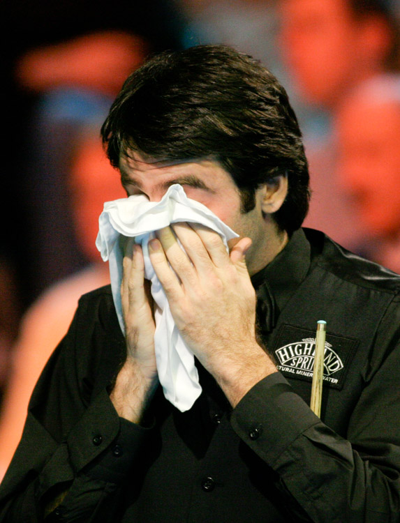 Ronnie O'Sullivan uses the towel in his match against Mark King in the UK snooker